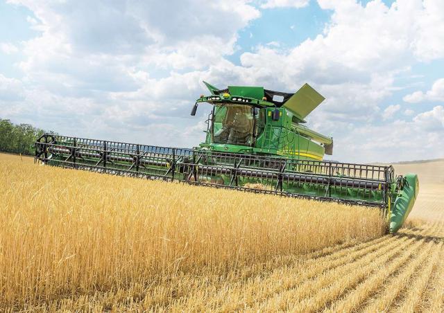 combine-harvester-s-790-john-deere